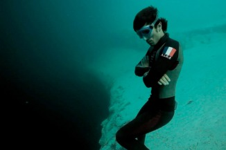 220311011439_Guillaume-Nery-Underwater-Basejump